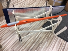 Leomotion Modell-Montageständer mit Flügelhalter (Holz)